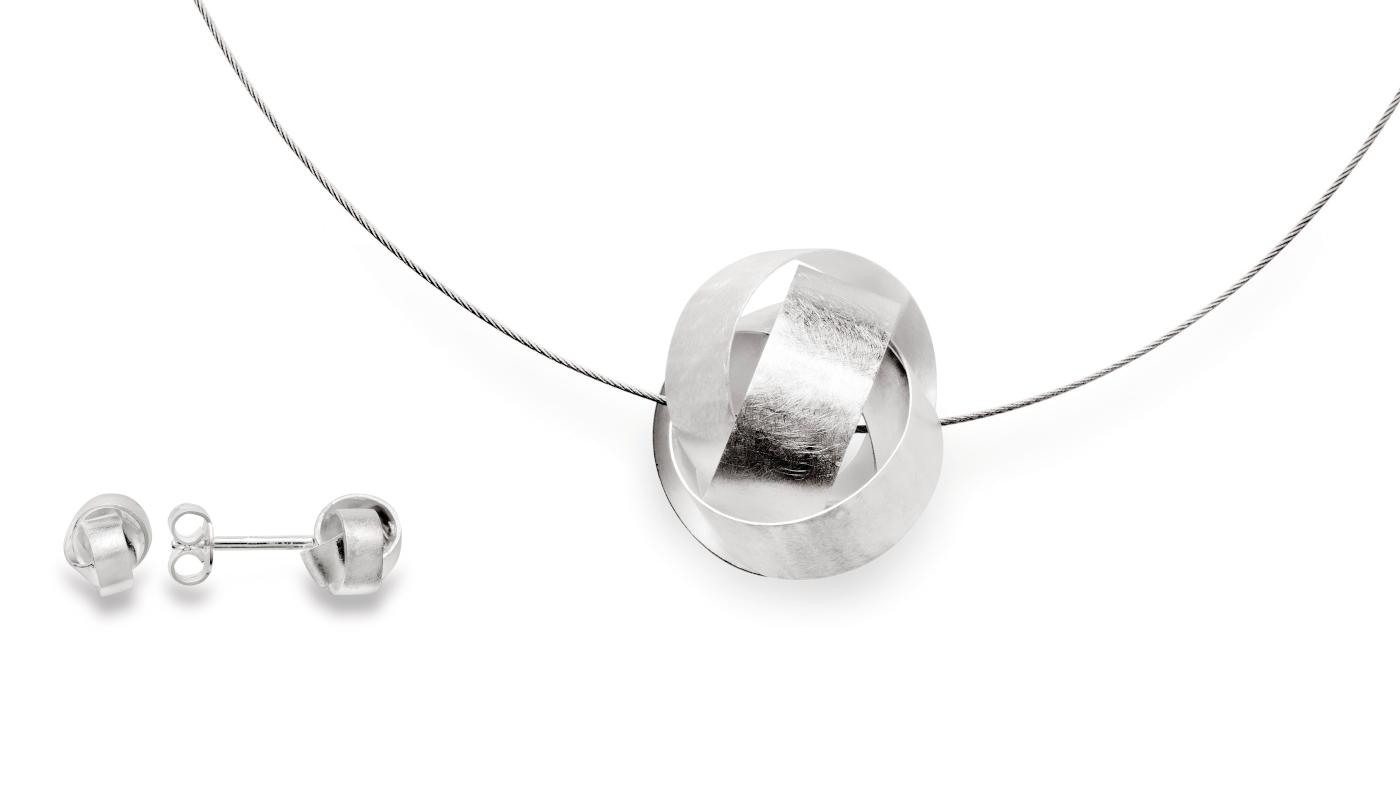 kratzmattes Silber im interessanten Knotendesign. Schmuck von bastian inverun.